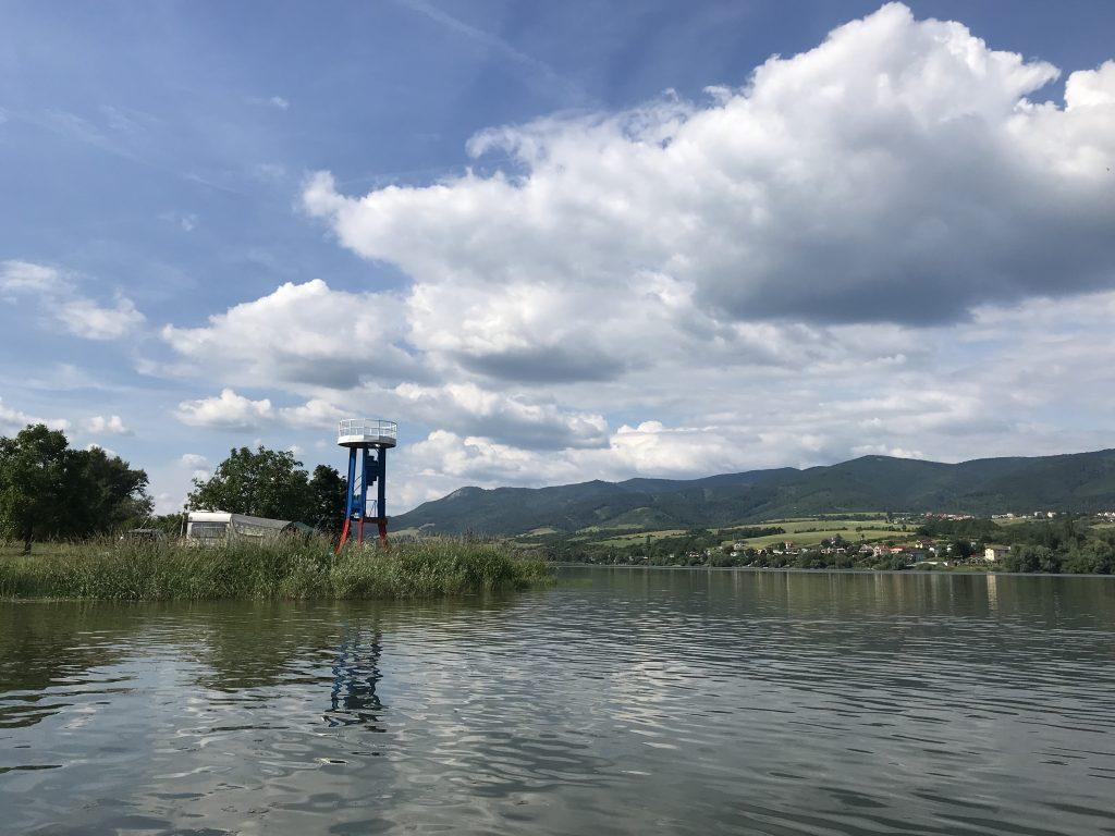 Vodná nádrž Nitrianske Rudno na plastovom turistickom kajaku